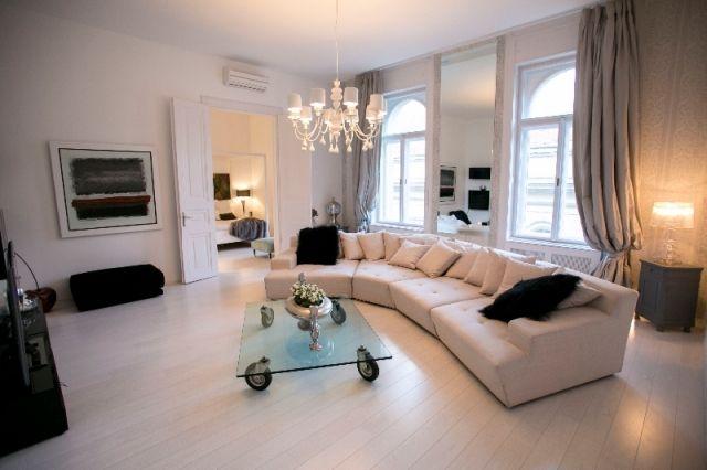 V.Egyetem térnél a Papnövelde utcában kiadó egy extra igényesen berendezett 160 nm-es 2.emeleti luxus lakás liftes házban. Nappali, mindennel…
