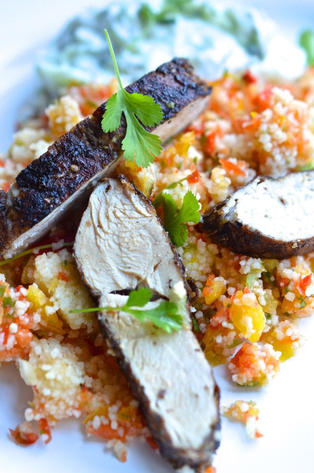Řecké kuře s kuskusem a salátkem tzatziki