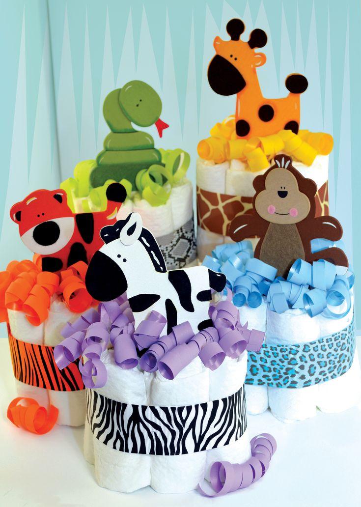 Mini tortas de pañales decoradas con figuras de animales en fomi. #DecoracionBabyShower