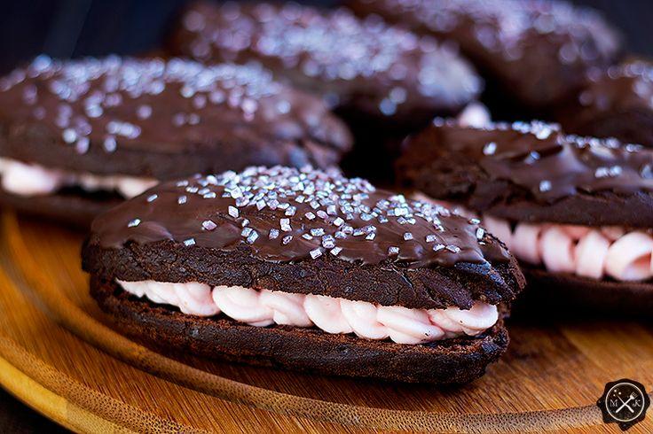 Eklerki czekoladowe / Chocolate Eclairs z bloga miodowekrolestwo.wordpress.com. Cały przepis tutaj:https://miodowekrolestwo.wordpress.com/2017/04/26/eklery-czekoladowe-chocolate-eclairs-recipe/
