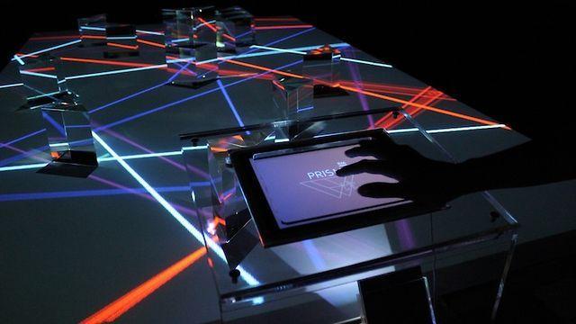 http://www.archisnack.com/2011/11/prisma-1666-super-nature-design/    Il lato scuro dell'istallazione.