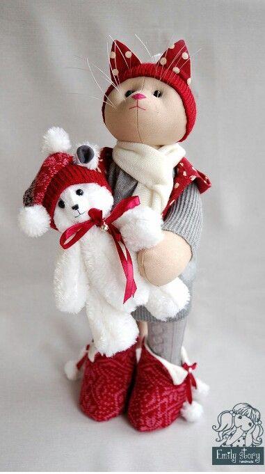 Weihnachtskatze mit Teddy
