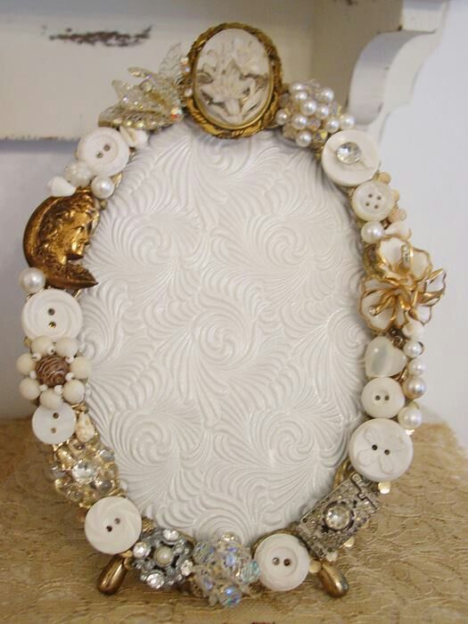 vintage button frame...so beautiful...