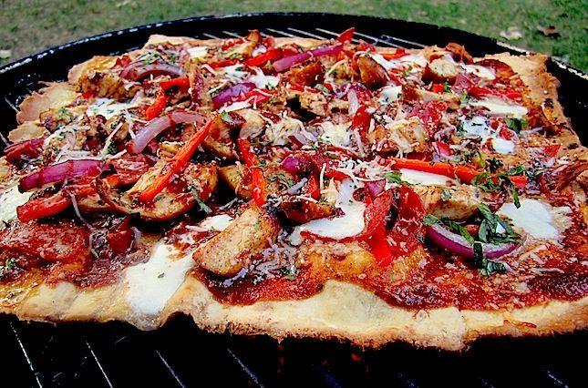Firebug Grilled BBQ Pizza Recipe - This is one of our favorite new pizza recipes. It is simple, fast, and best of all, it tastes awesome! | atbbq.com