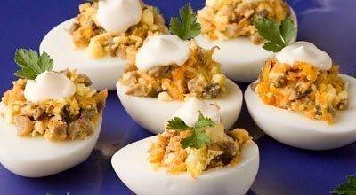 Фото к рецепту: Фаршированные яйца. 26 вариантов для начинки.