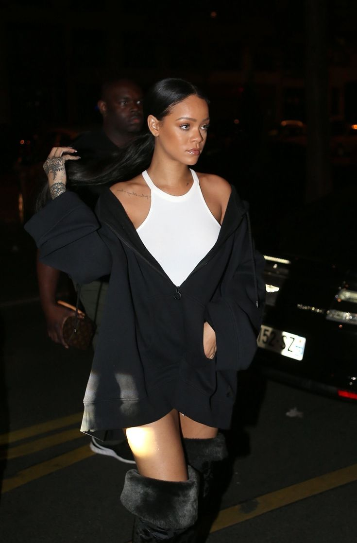September 29: Rihanna out in Paris