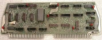 La unidad aritmética lógica (ALU), es un circuito digital que calcula operaciones aritméticas (como suma, resta, multiplicación, etc.) y operaciones lógicas, entre valores de los argumentos.