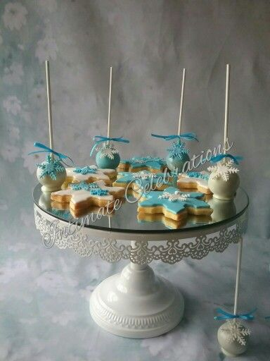 Cookies and cake pops Frozen theme