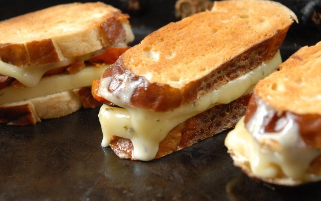 How To Make The Perfect Grilled Cheese With Mayonaise: Using Mayo on Grilled Cheese