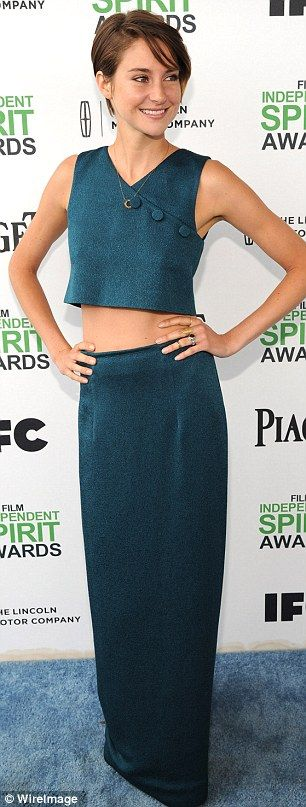 From frump to fabulous! Shailene Woodley arrived at the Film Independent Spirit Awards on Saturday in LA wearing a sweater, which she took off to reveal her midriff