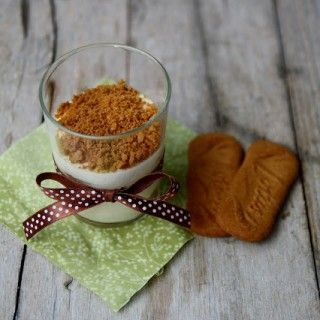 Ah... il caramello al burro salato... è un'invenzione straordinaria!! Peccato che in Italia non lo si conosca!! Se non trovate il burro salato, aggiungete un pizzico di fior di sale (sale grezzo prodotto nel sud della Francia) oppure di sale grosso al burro fuso. Ingredienti per un vasetto: 80gr di…