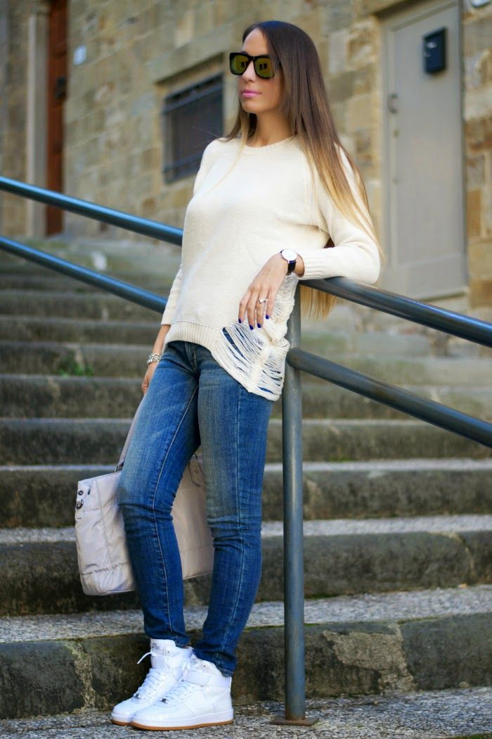 outfit casual jeans e maglione nike air force one