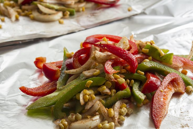 Chicken Fajita Salad and more healthy fajita recipe favorites on MyNaturalFamily.com #fajita #recipe