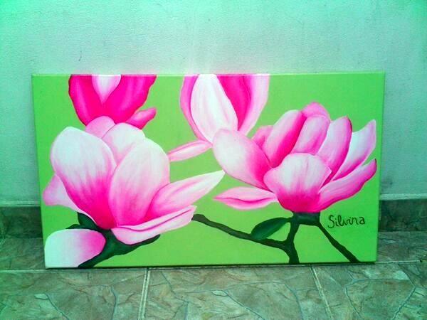 cuadro con flores color rosa y blanco con fondo liso en color verde aos