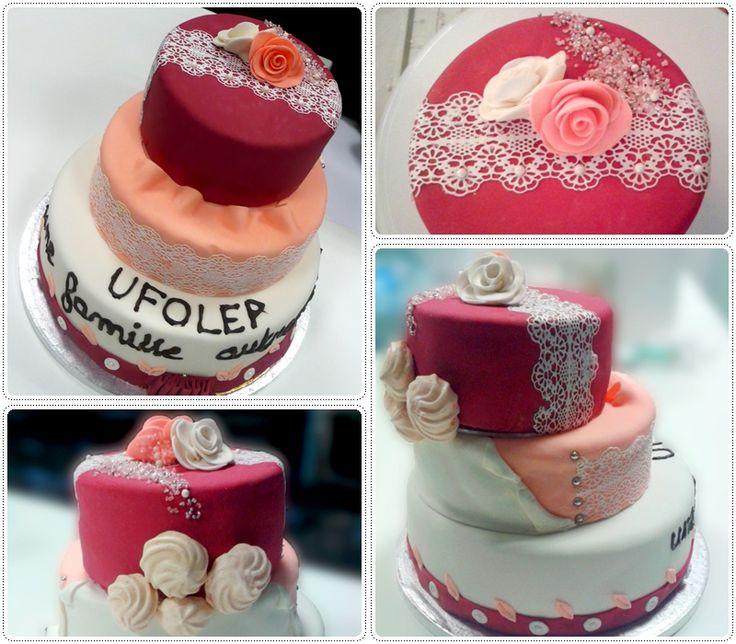 """Gâteau """"UFOLEP, une famille autrement""""  1er gâteau 3 étages et premières roses en pâte à fleurs !"""