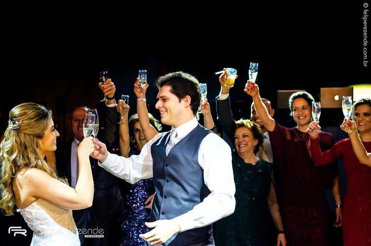 CamilaRenato #retro2016  #fotografiadecasamento #noiva #casamento #bride #wedding #love #amor #boda #weddingparty #fotografodecasamento #vestidodenoiva #happy #weddingdress #weddinginspiration #family #ceremony #romance #marriage #weddingday #bridalmakeup #instawedding #weddingideas #weddingphotography #noiva #weddingdecor #bridetobe #feliperezende #clicksdofeliperezende