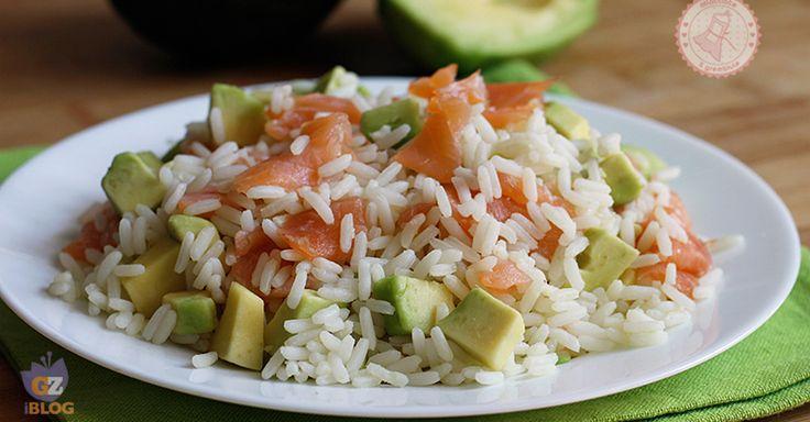 Il riso avocado e salmone un primo piatto veloce, fresco e facilissimo da preparare. Semplicissimo potete condirci anche la pasta.