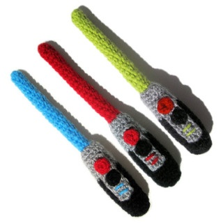 Star Wars lightsaber knit rattles! Need to find a cool baby & get em one!: Wars Lightsaber, Knit Rattles, Lightsaber Knit, Idea, Knit Lightsabers, Stars, Star Wars, Knits