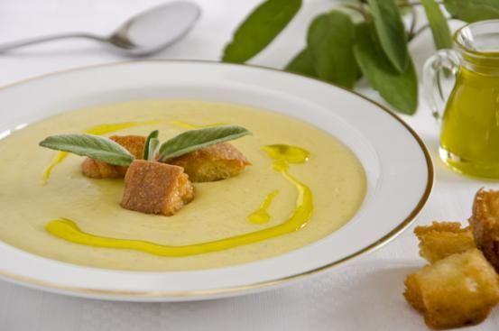 vellutata di topinambur: scalogno, patate, salvia, aglio