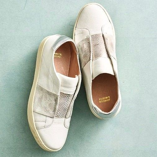 Spring kicks are here!! New tennies from @johnstonmurphy to go with every warm-weather outfit. Shop for the Eden online! #tfssi #stsimonsisland #seaisland #goldenisles #johnstonandmurphy #johnstonmurphystyle #tennies #metallic #shoplocal #shopgoldenisles