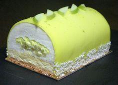 Bûche pomme verte, citron vert et noix de coco