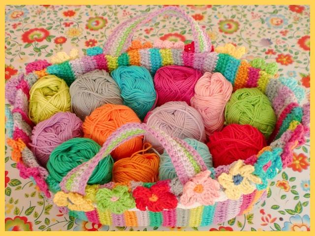 Gehaakt tasje met bloemen ...... met patroonbeschrijving.   Colorful bag tutorial, only in Dutch.