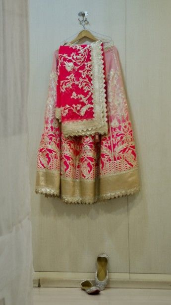 A Delhi Wedding with Pops of Neon : Pia and Rahul #lehenga #bridallehenga #indianwedding #wedmegood