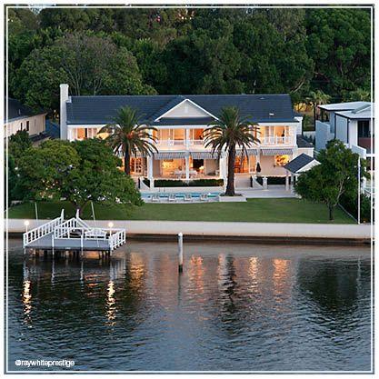 Amazing Monaco Street home, Broadbeach Waters