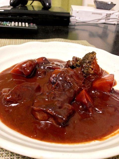 クックパッド料理です。 水の代わりに赤ワインを使うので、本格的でした^ ^ おいし〜^ ^ - 31件のもぐもぐ - ビーフシチュー by tsuba2008