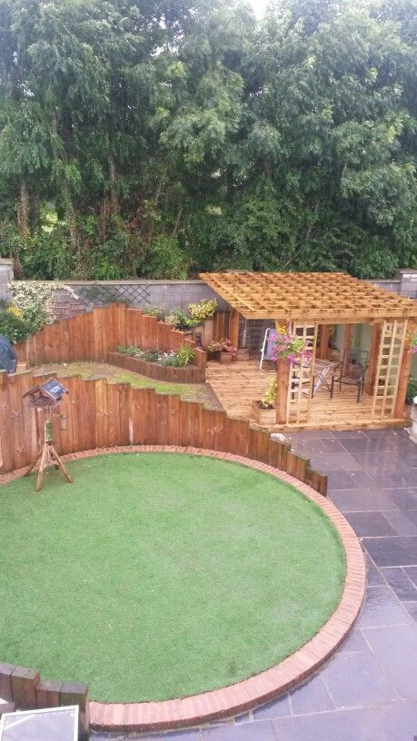 Raised Circular Lawn Shape Reinforced By Stepped Vertical 400 x 300