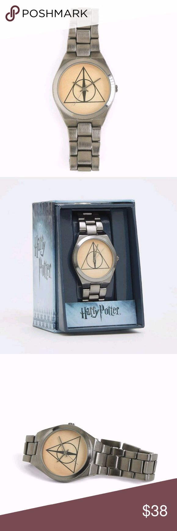 """Harry Potter Licensed Deathly Hallows Silver Watch Harry Potter Licensed Deathly Hallows Silver Metal Band Watch  Length: 8""""  You won't want an invisibility cloak with this watch; all eyes will be on you! The hematite link style keeps time without having to use a time-turner thanks to the Deathly Hallows insignia on the watch's face.Two links can be removed for a tighter fit.  Brand New in Package Will ship within 1 business day Harry Potter Accessories Watches"""