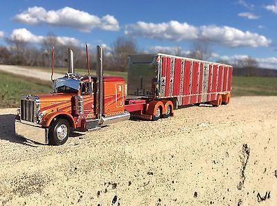 DCP 1/64 Custom Peterbilt 379 W/ Livestock Trailer