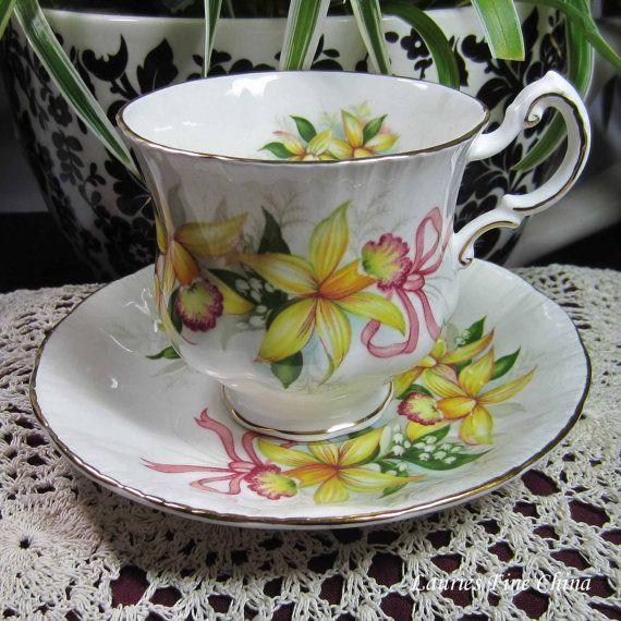 Paragon bruiloft BOEKETTEN met geel orchideeën en roze linten Bone China thee kop en schotel - gemaakt in Engeland