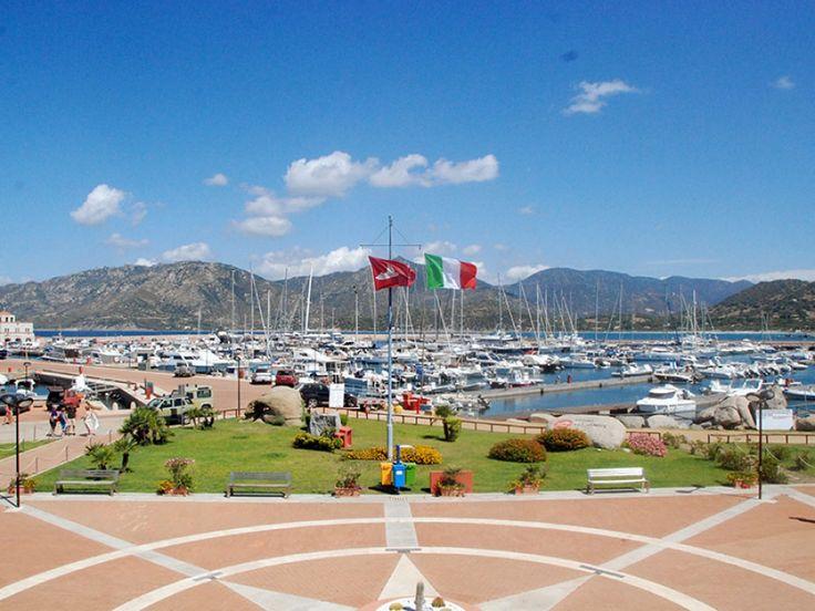 Il #Marina di #Villasimius sorge tra incantevoli falcate sabbiose all'interno dell'#AreaMarina Protetta di #CapoCarbonara, sulla #costa sudorientale della #Sardegna, in una località davvero unica nel #Mediterraneo.