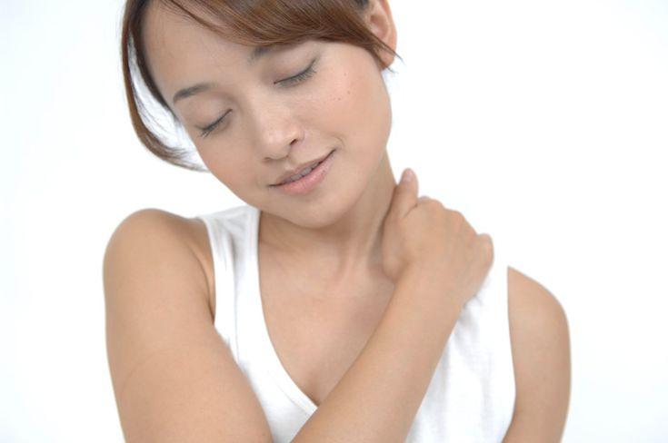 """☆:・゚.* """"美容と健康"""" ひとくちコラム *.゚・:☆  【体のコリの痛みはトリガーポイント】  通常肩や腰が痛いとそこをマッサージしますが、いくらマッサージしても消えない痛みは、痛い所とは別にあるトリガーポイント(背中、お尻にある)と呼ばれる血流が悪い箇所が原因のことも  テニスボールなどで背中を押して、強く痛む箇所を数十秒マッサージしてみましょう  #美容 #健康 #ゆうけんゆうび #トリガーポイント #肩こり #マッサージ http://www.yuken-yubi.com http://blog.livedoor.jp/yuken_yubi/ https://www.facebook.com/yukenyubi/"""