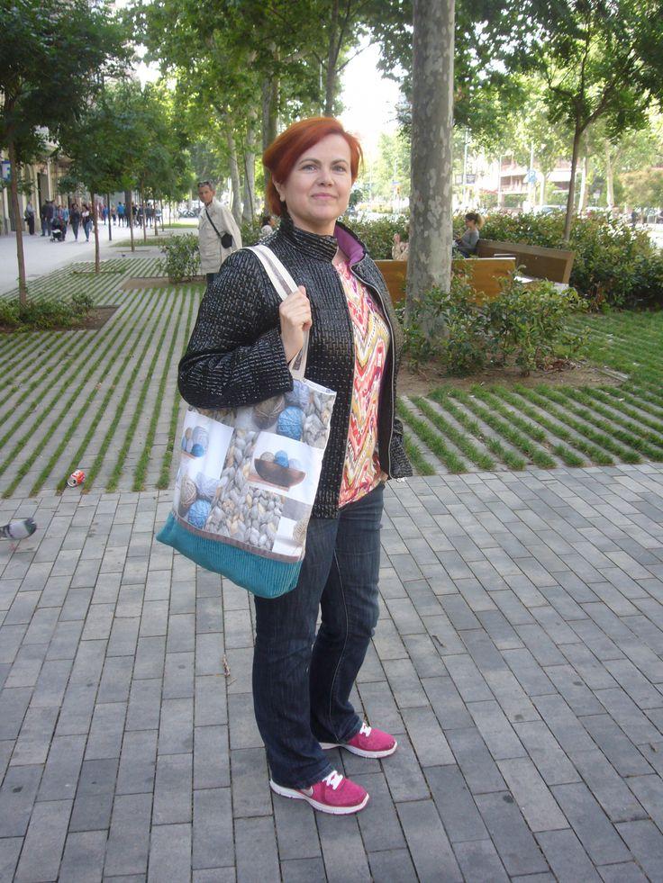 Day 21 Me made Jacket (Burda Pattern) and knitting bag following Charo Murciano sew along. http://dedalagujaehilo.blogspot.com.es/search/label/Chaquetas http://dedalagujaehilo.blogspot.com.es/2013/12/mi-viatoorrrr.html