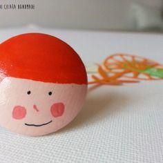 Sorrisi - anello in legno dipinto a mano - capelli arancioni