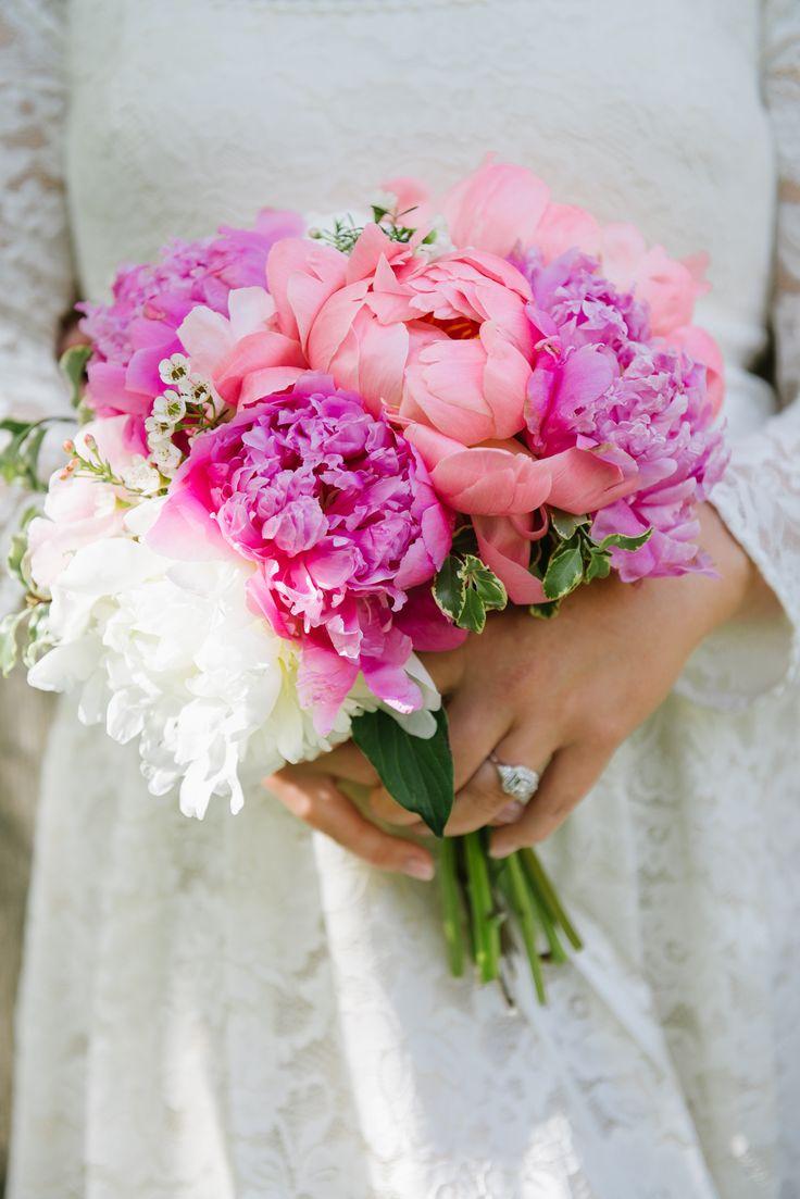 Truth & Tales - real wedding - Niagara wedding - brides bouquet - peonies- blush - pink - ivory
