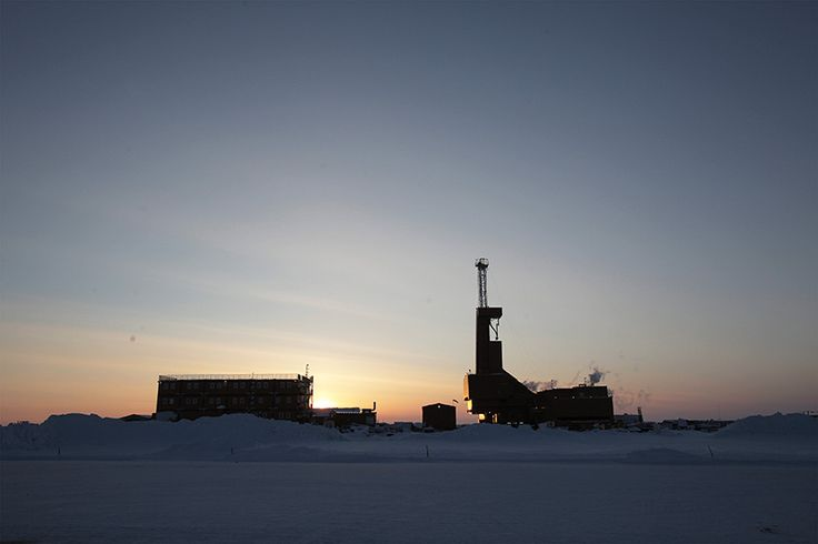 An #oil drilling rig in Prudhoe Bay, #Alaska. #energy #landscape #fuel #usa http://www.abo.net/en_IT/publications/reportage/alaska_2015/alaska_2015.shtml