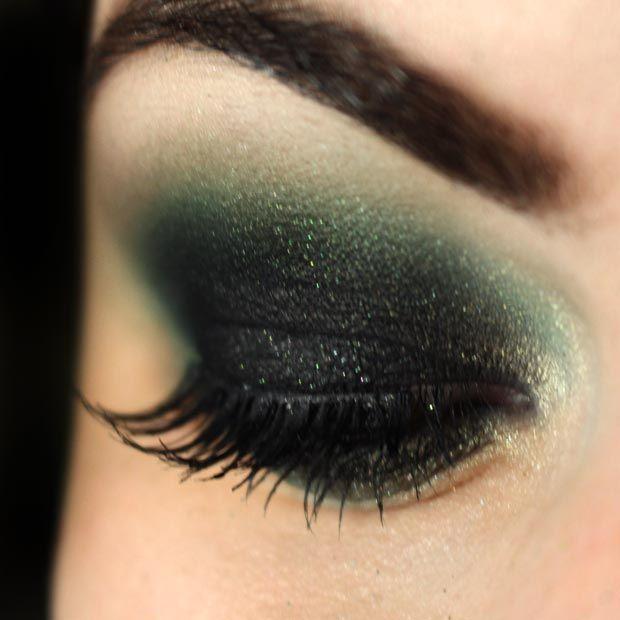 Olhos pretos  esfumaçados poderosos...