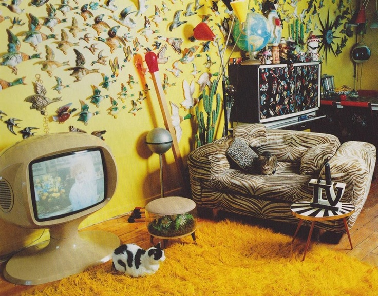 fascinating Kitschy Living Part - 11: Kitsch as hell, but there is some cool stuff in that room.