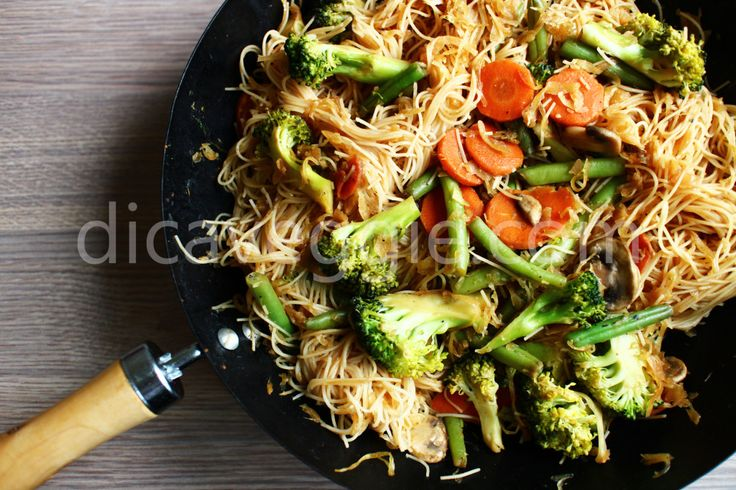 Yakisoba (yakibifum) de legumes | DicaVeggie
