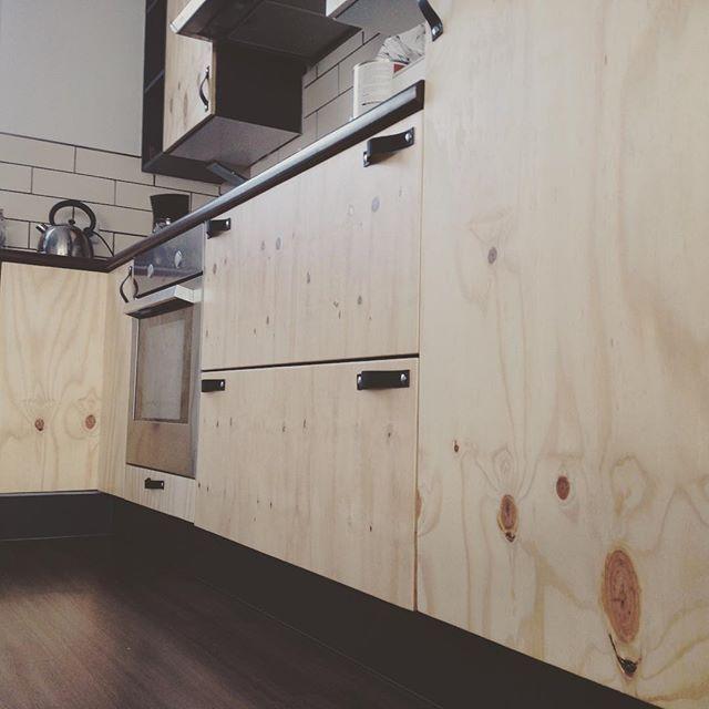 25 beste idee n over keuken handgrepen op pinterest keuken kast handgrepen keuken kast trekt - Redo keuken houten ...
