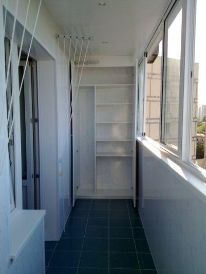 Обустраиваем балкон: варианты шкафов и полок | PoryadokVdome.com