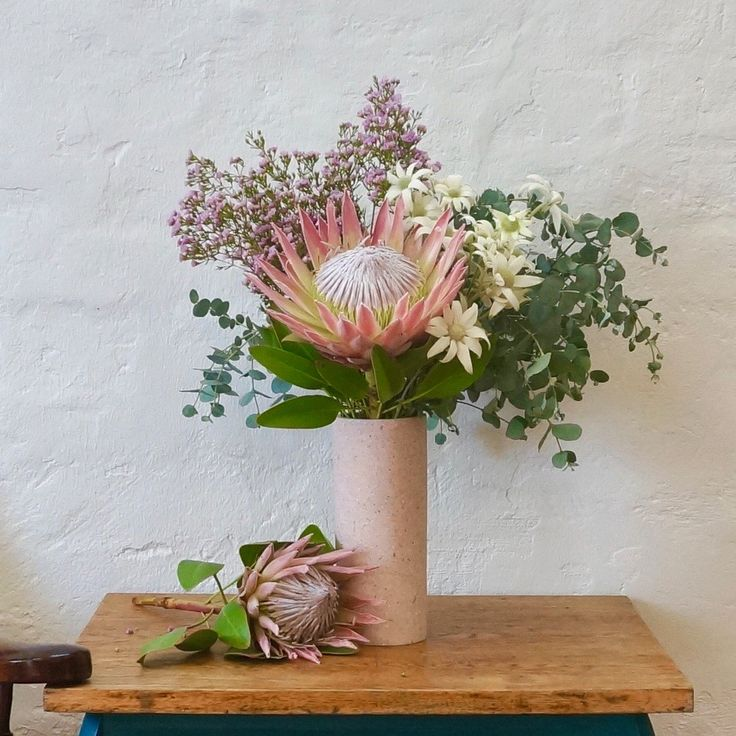 100% Aussie grown, Flannel Flower, Geraldton Wax & Baby Eucalyptus, crowned by the ah-mazing King Protea 👑