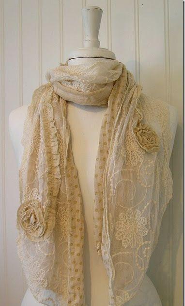 (T I L L F Ä L L I G T S L U T!!! Kommer in igen ca 1/6)   Helt ljuvligt romantisk sjal med rosor och spets!   Längd ca 1,80 cm, bredd...