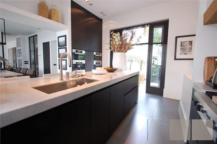 Vipp Keuken Showroom : Keukens op Pinterest – Zwarte Keukenkastjes, Keukens en Witte Keukens