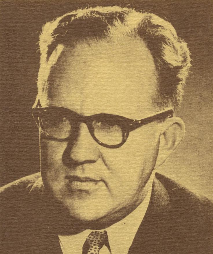 Diederik Johannes Opperman, een vd bekendste Afrikaanse digters,is op 29/9/1914 in Dundee, Noord-Natal gebore.Hy voltooi sy skoolloopbaan op Estcourt en Vryheid, verf sy M.A.-graad aan Universiteit van Pietermaritzburg.Hou skool op Pietermaritzburg en Johannesburg, en was daarna redakteur van Die Huisgenoot.In 1949 aanvaar hy 'n lektoraat aan die Universiteit van Kaapstad, waar hy ook promoveer.Een van die belangrikste publikasies oor hierdie periode, sy Digters van Dertig, word in 1953…