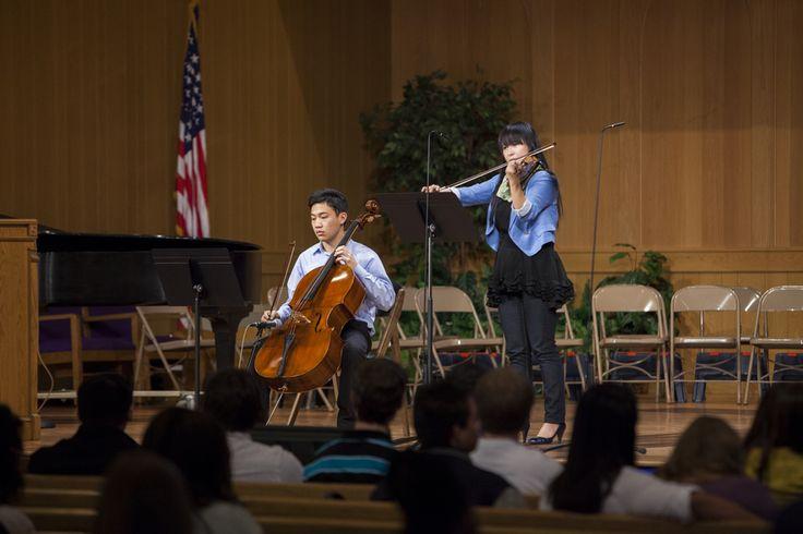 Atividades musicais na Igreja Adventista do Sétimo Dia Memorial dos Pioneiros, na Universidade Andrews em Berrien Springs, Michigan, USA.  Fotografia: http://www.andrews.edu