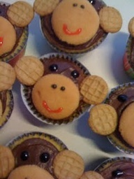 "So cute for ""Five Little Monkeys""  {Have fun with the rhyme then follow ""how-to"" directions to decorate pre-made cupcakes.}"